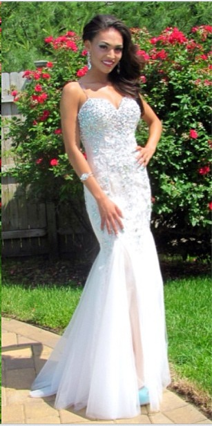 Tiffany Eberhart looks totally amazing in Mac Duggal Style 81719M